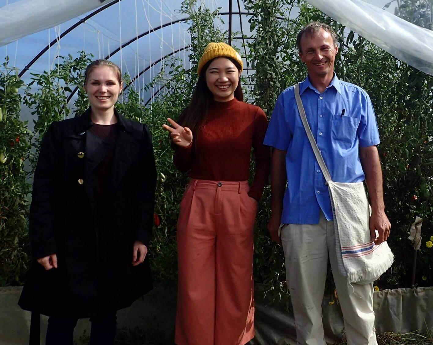 Japán kutató a Helota Biokertben Szentesen Szabó Csabával